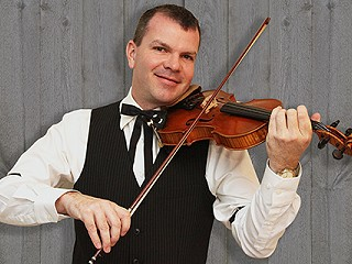 Fiddle-Star Scott Woods in Hall